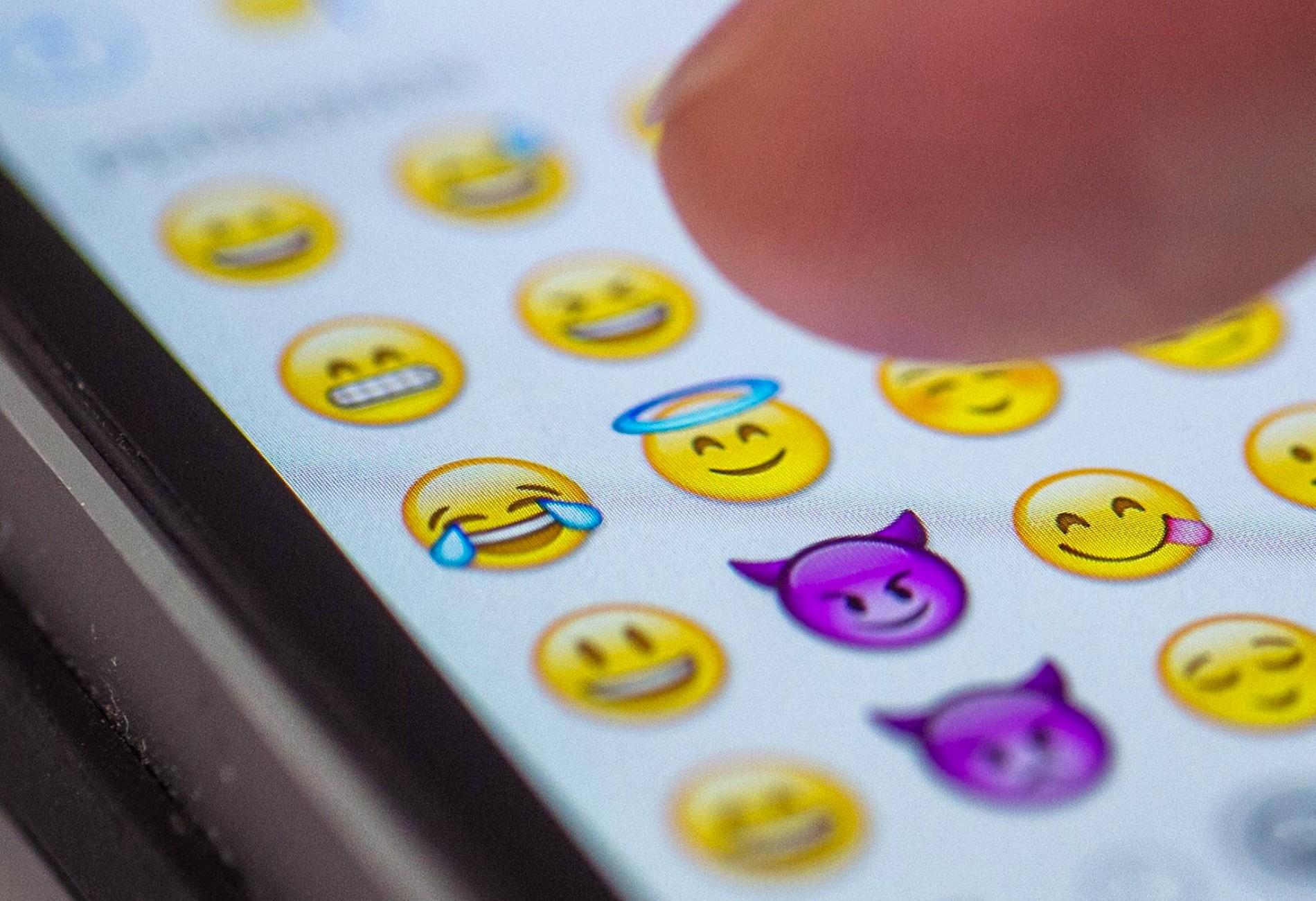 emojis zum ausdrucken kostenlos  ausmalbilder emoji 50