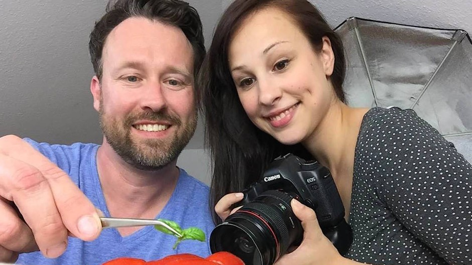 Sie fotografiert, er macht die Verträge: Im Blogger-Haushalt von Mirja Hoechst und Jens Glatz herrscht Arbeitsteilung.