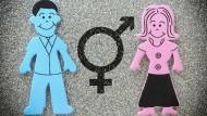 """Blau oder Rosa?: In unserer Gesellschaft wird immer noch in """"Typisch Mädchen"""" und """"Typisch Junge"""" unterschieden."""