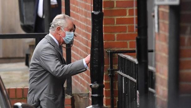 Prinz Charles besucht seinen Vater Prinz Philip im Krankenhaus