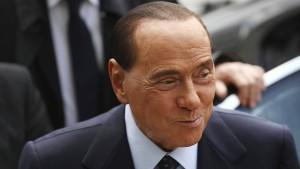 Berlusconi verjüngt seine Beziehung