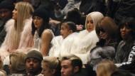 Wer möchte nicht Teil dieser Familie sein? Kim Kardashian (dritte von rechts) mit Khloe Kardashian, Kylie Jenner und Tochter North West (von links).