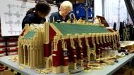 Der höchste Kirchturm der Welt aus tausenden Legosteinen