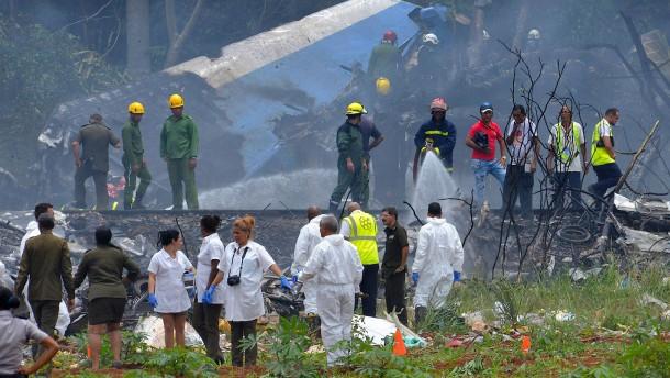 Mehr als 100 Tote bei Flugzeugabsturz