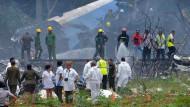 Ort des Unglücks: Bergungsarbeiten nach dem Flugzeugabsturz einer Boeing 737 in der Nähe von Havanna