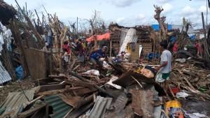 260.000 philippinische Inselbewohner nach Taifun ohne Strom