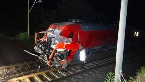 27-jähriger Lkw-Fahrer bei Zugunglück gestorben