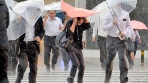 Taifun Malaka bringt Erdrutsche und Überschwemmungen