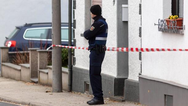 Familiendrama mit drei Toten im rheinland-pfaelzischen Kruft