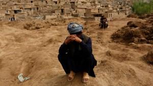 Überlebende suchen weiter nach ihren Familien