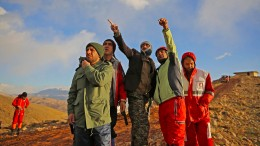 Professionelle Bergsteiger suchen nach Opfern