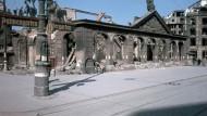 Hauptwache in Frankfurt nach Kriegsende und heute