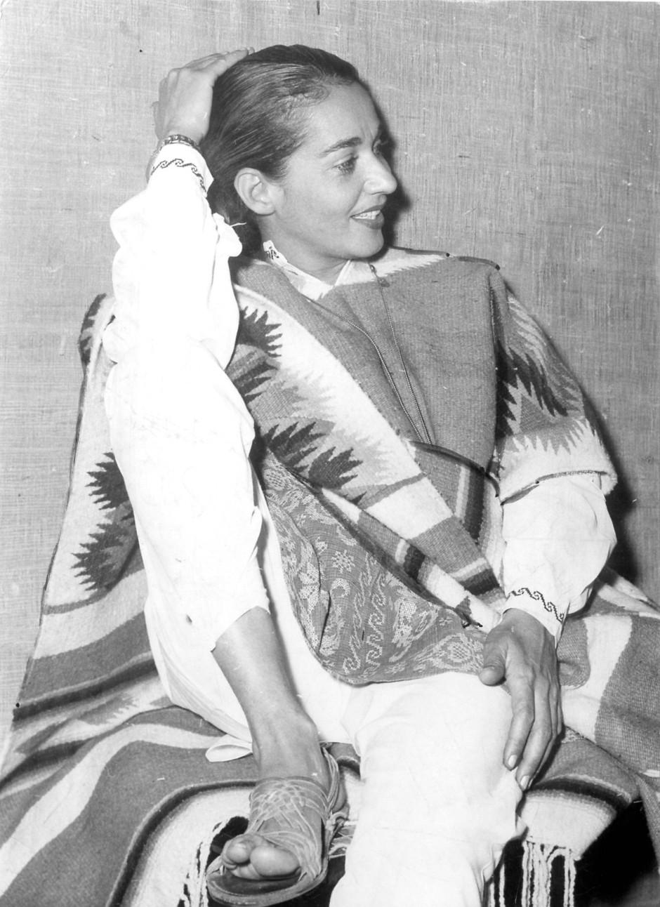 Poncho und Hosen bestimmten schon früh den Stil von Chavela Vargas.