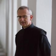 Pater Martin Werlen im Eingang des Klosters Werlen, dessen Abt er bis 2013 war.