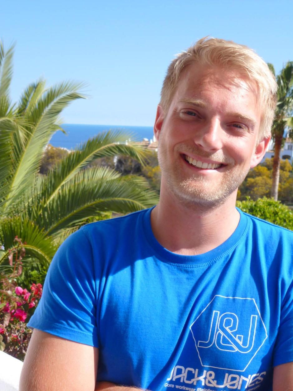 Oliver Lübker absolviert seinen Bachelor in Wirtschaftsrecht komplett online.