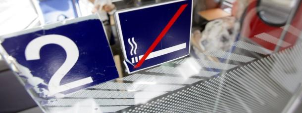 Rauchen ist schon längst verboten in deutschen Zügen - warum nicht auch Essen, fragt sich unsere Autorin.