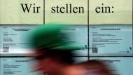 Eine Zeitarbeitsfirma in Köln will Jobs vermitteln.