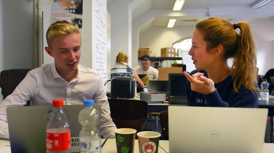 Maximilian Koehn und Lucia Richter, Studenten an der European Business School (EBS) in Oestrich-Winkel
