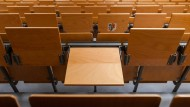 Lieber einen leeren Stuhl im Hörsaal hinterlassen, als später im Beruf unglücklich zu sein.