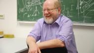 """Prof. Dr. Alfred Ziegler, außerplanmäßiger Professor für Physik an der Universität Osnabrück, genannt """"Ziegi""""."""