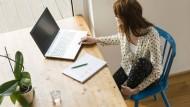 Purer Luxus oder Selbstverständlichkeit? Arbeiten am heimischen Schreibtisch.