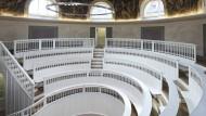 Wäre optisch eine wunderbare Bühne für forschende Performance-Künstler. Ist allerdings das anatomische Amphitheater der Humboldt-Universität zu Berlin und deren Seziersaal für die Tiermedizin.