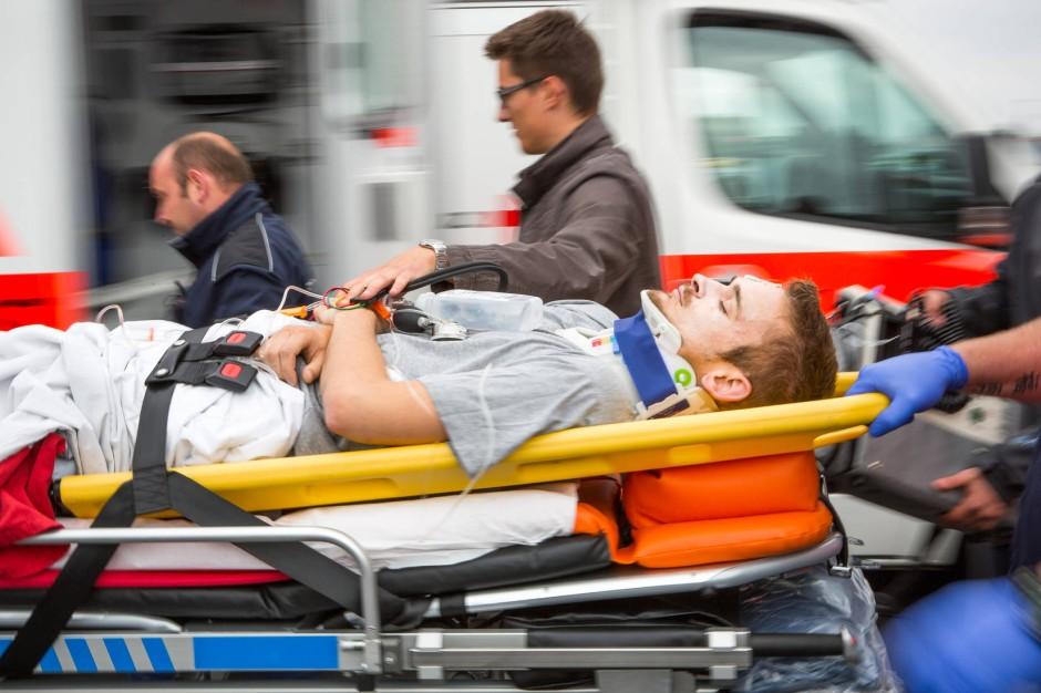 Bilderstrecke zu: Üben für den Ernstfall: Wunden nähen am ...