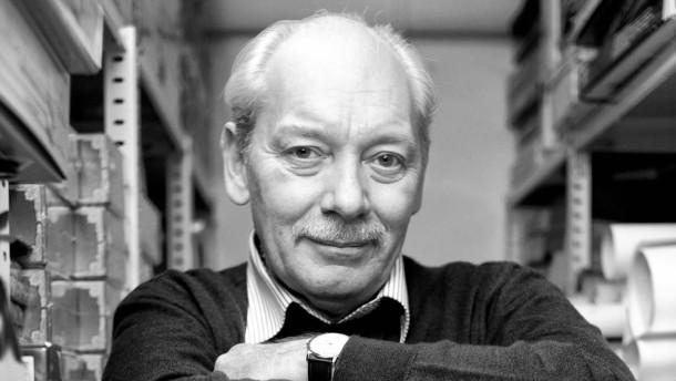 """Klaus Teuber - Er ist einer der bekanntesten Erfinder von Gesellschaftsspielen in Deutschland (z.B. Siedler von Catan). Eigentlich hat er aber Chemie studiert und Zahntechniker gelernt. Porträt seines Karrierewegs für Beruf und Chance """"Mein Weg"""""""