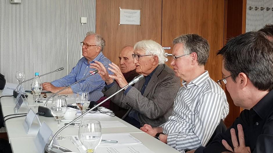 Jürgen Habermas im Diskurs mit Matthias Lutz-Bachmann, Thomas A. McCarthy, Martin Seel und Rainer Forst