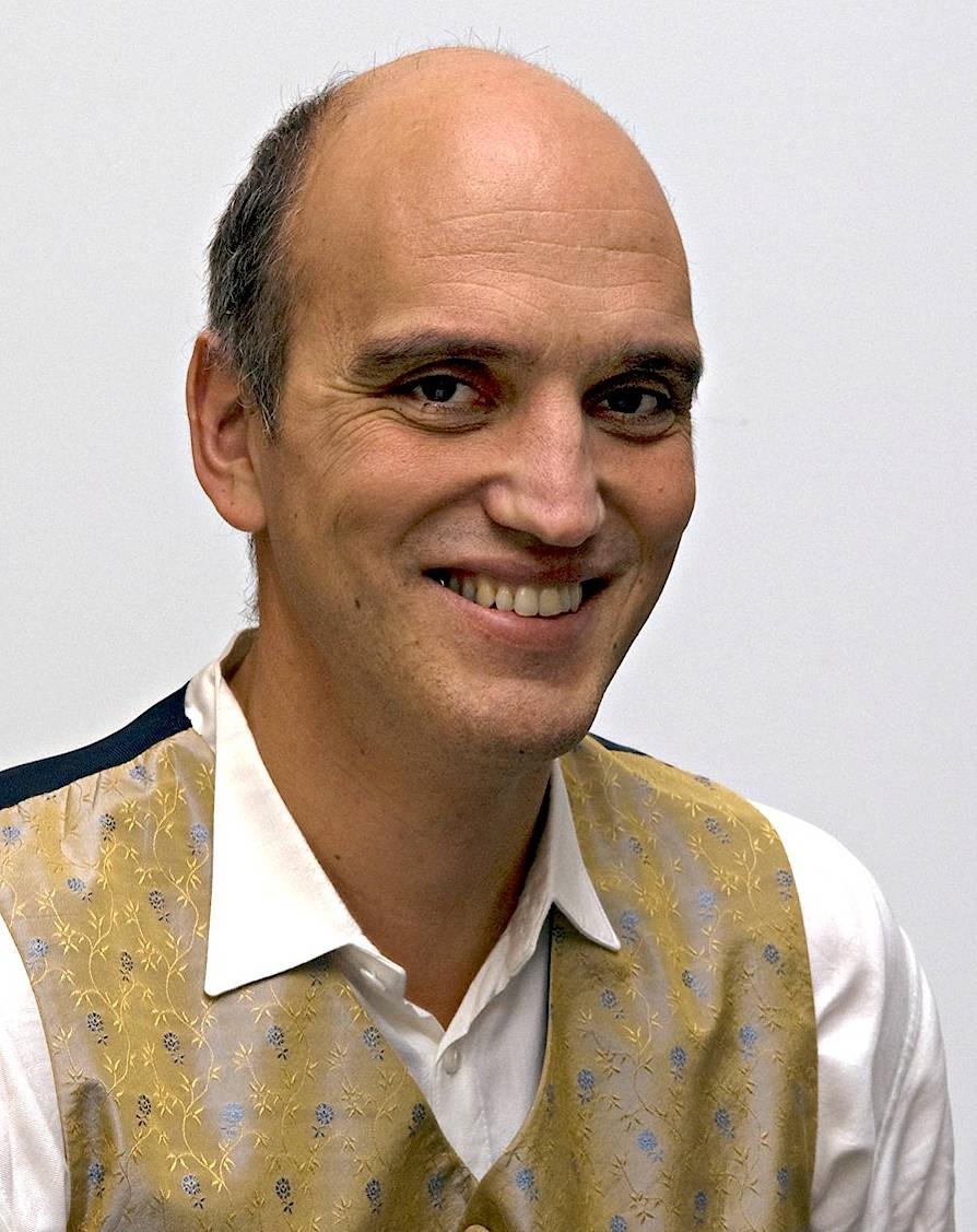 Salvatore Ortisi lehrt am Institut für Provinzialrömische Archäologie der Ludwig-Maximilians-Universität München, bis 2020 war er Leiter der Wissenschaftsabteilung am Museum und Park Kalkriese