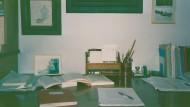 Er schreibt noch mit der Hand: Eine Berliner Ausstellung zeigte Fotos der Arbeitszimmer von Giorgio Agamben.