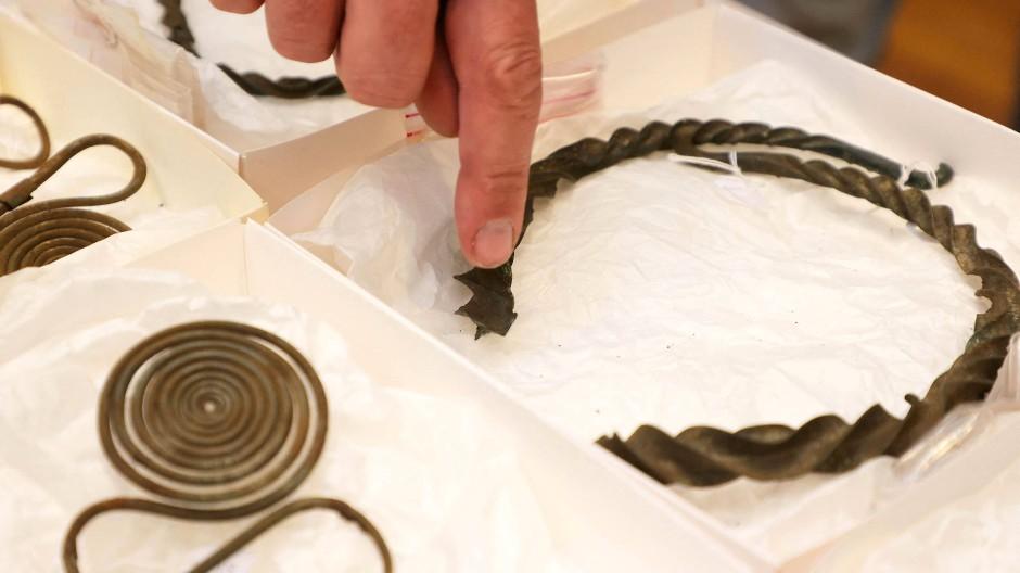 Im skandinavischen Raum ungewöhnlich: Nadeln mit Spiralen im jüngsten schwedischen Bronzefund