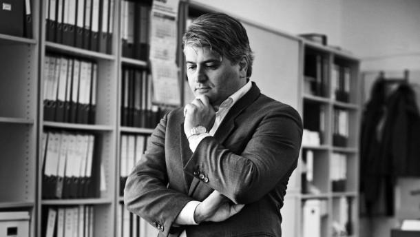 Mehmet Daimagüler  - Der promovierte Berliner Rechtsanwalt ist ein Beispiel für einen rasanten Aufstieg durch Bildung. Er stammt aus einer türkischen Migrantenfamilie, besuchte einst die Hauptschule und später die Harvard Universität.