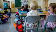 Den ersten Schultag genießen alle Kinder. Später macht vielen der Leistungsdruck zu schaffen, fürchten ihre Eltern.