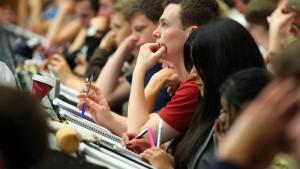 Fachhochschüler sind zufriedener
