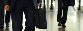Die Reise geht nicht mehr Richtung Luxus: Auf Geschäftsreisen teilen sich Mitarbeiter mittlerweile aus ökologischen und ökonomischen Gründen oft beispielsweise das Taxi zum Flughafen.