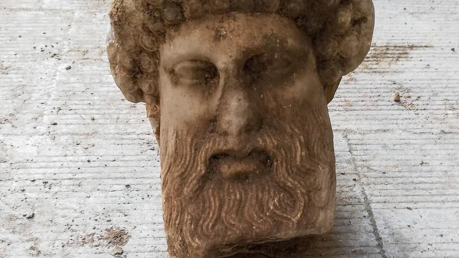 Stammt der gefundene Hermeskopf aus Marmor aus dem dritten oder vierten vorchristlichen Jahrhundert?