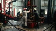 Heikle Mission: Mitarbeiter des Ölkonzerns Agip auf einer Bohrinsel in Nigeria.