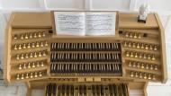 Digitale Orgeln kosten im Durchschnitt ein Zehntel bis ein Zwanzigstel einer normalen Pfeifenorgel.