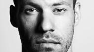 Auf Umwegen zum Ziel: Einst tanzte er für Britney Spears, jetzt spielt Falk Hentschel seine erste Filmhauptrolle