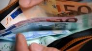Ein gut gefülltes Portemonnaie wird den Arbeitnehmern wieder wichtiger.