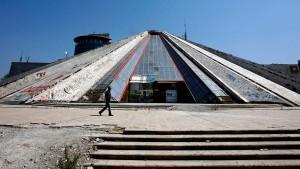 Das nutzlose Mausoleum von Tirana