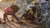 Ungarn will Flüchtlinge internieren und notfalls einsperren