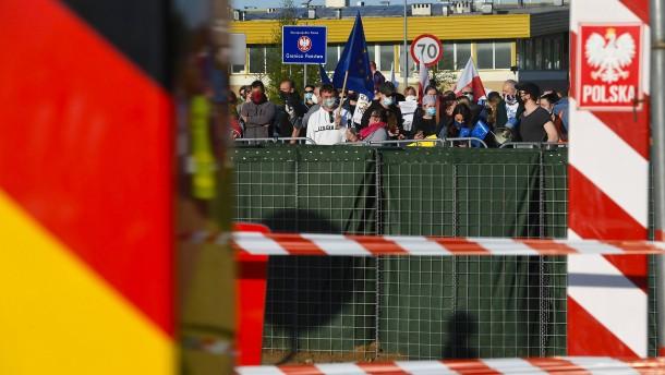 Merkel und Osteuropäer für schrittweisen Abbau der Grenzkontrollen