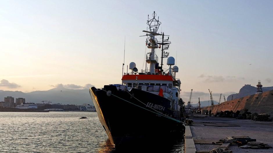 Die Sea Watch 4 liegt im Hafen von Palermo.