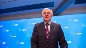 Seehofer bläst zum Kampf gegen Linksfront
