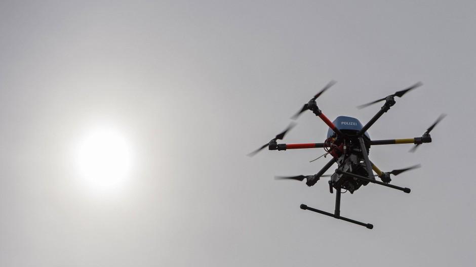 Intelligente Drohnen, die sich zu einem Schwarm zusammenfinden? Das ist bereits Wirklichkeit.