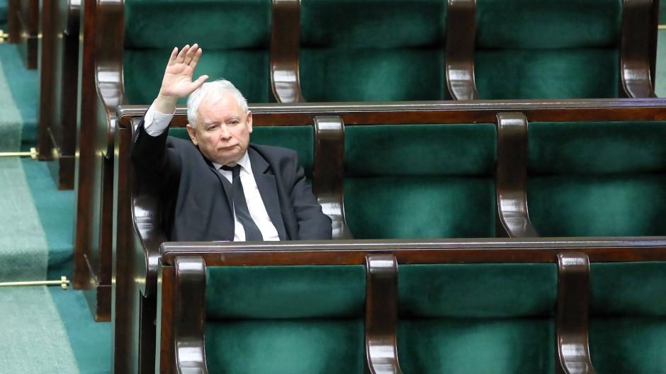 Jaroslaw Kaczynski, der Vorsitzende der polnischen Regierungspartei PiS, am 31. März im Parlament in Warschau