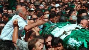 Zehntausende fordern Rache für israelischen Angriff