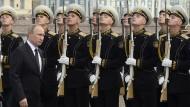 Nordkoreas Status Quo ist für ihn der Beste: Präsident Wladimir Putin am Tag der russischen Marine in Sankt Petersburg